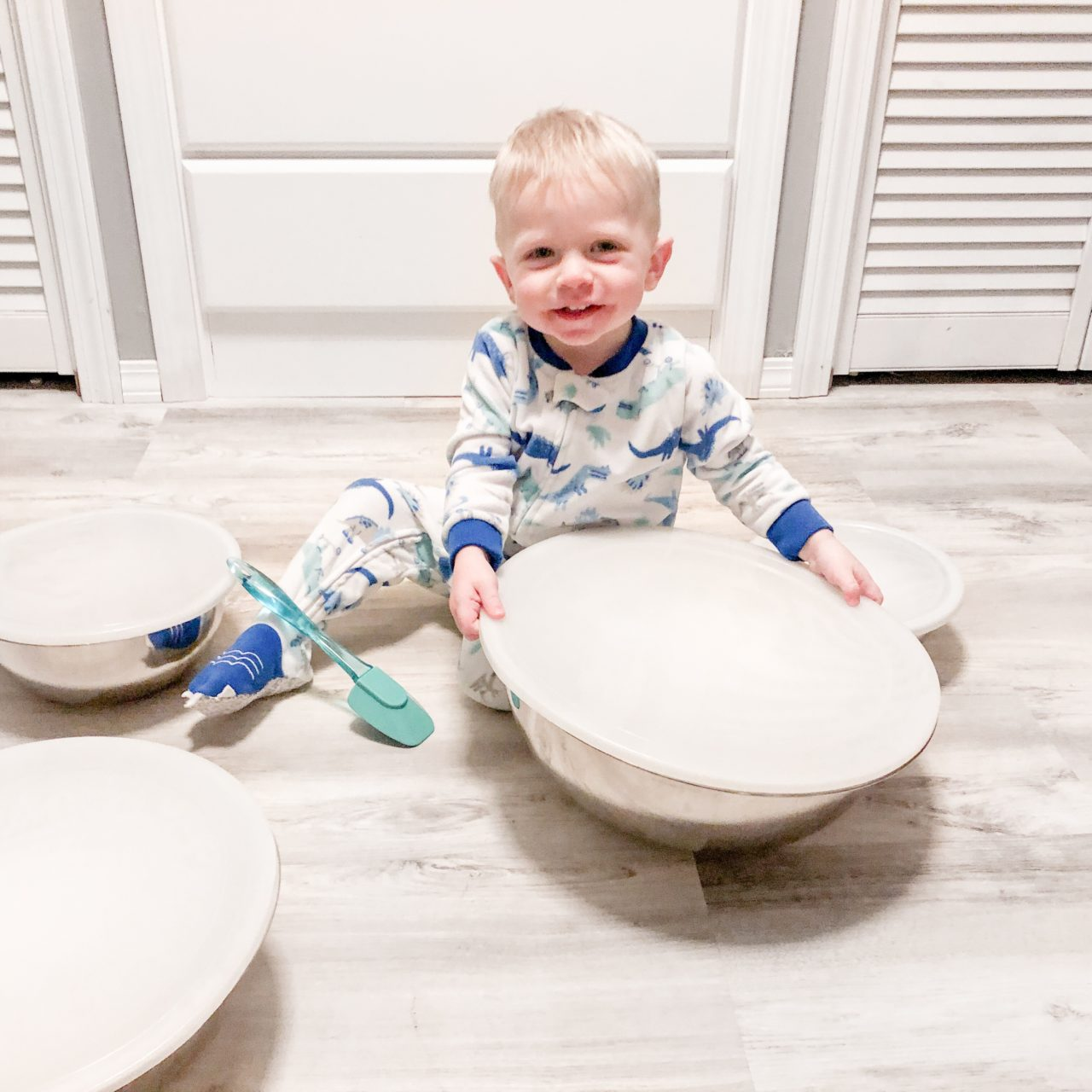 Interactive Play with Nesting Bowls and Spatulas